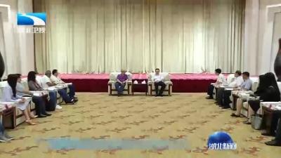 尔肯江●吐拉洪会见香港中青年代表国情教育考察团