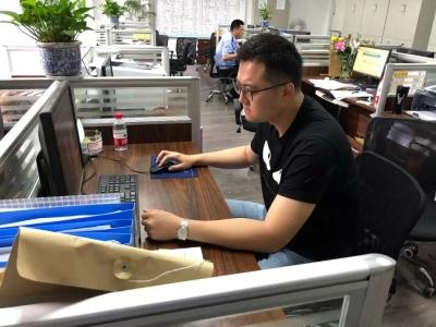 杭州民警去重庆休假 顺手抓回来个通缉犯
