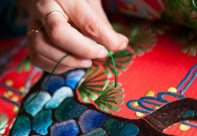 首批国家传统工艺振兴目录公布 武汉汉绣、木雕船模入选