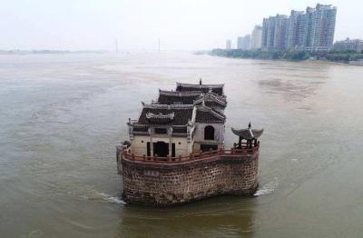 鄂州倾力整顿沿长江岸线非法码头 共拆除108个