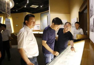 雷军到访汉口北 盛赞世界级规划和规模