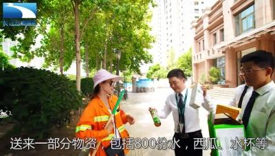 说城管城管说:这么热的天,环卫工在街边也可以吹空调啦