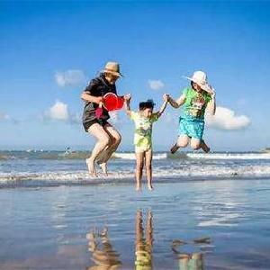 暑期主题亲子游受追捧 遛娃出游需注意技巧、安全