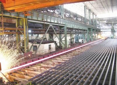 """武钢自主研发全长""""淬火轨"""" 出口印尼用于铁路建设"""