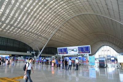 今年暑运武铁加开列车1200列 发送旅客3521万人次