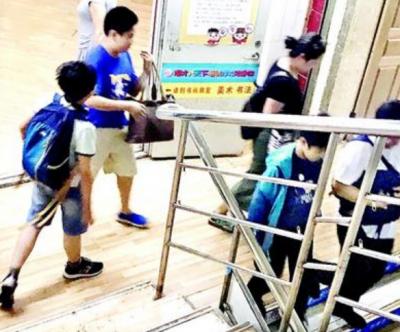 """探访武汉培训机构""""黑名单""""整治情况:多家仍在开课"""