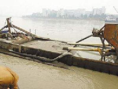 荆州打掉一非法采砂团伙 盗采长江河砂4678吨