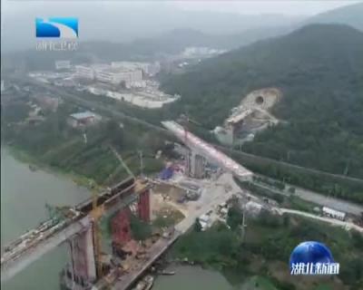 """汉十高铁:转体桥""""灵巧""""转身74度"""