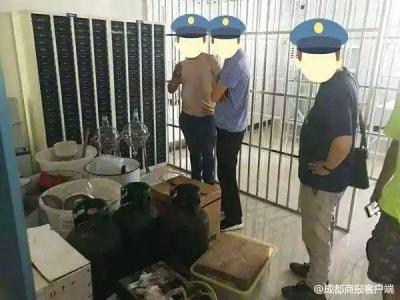 """小偷入室盗窃发现大量塑料袋,""""懂行""""的他跑进派出所…"""