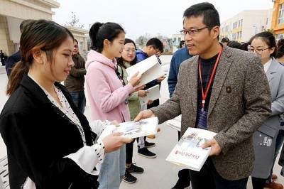 为脱贫攻坚战呐喊助威 东方今报《我的中原我的县》在卢氏县首发