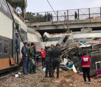 摩洛哥火车脱轨事故已致90多人死伤 事故原因正调查