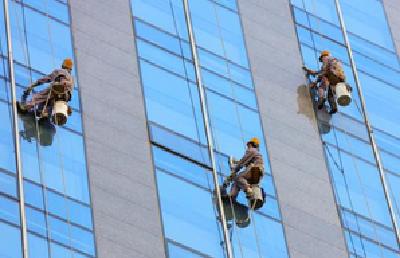 武汉高空清洗团体标准出台 作业超过5小时需分段开展