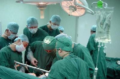 全球首例!人工肺动脉管道内植入肺动脉瓣膜手术在汉完成
