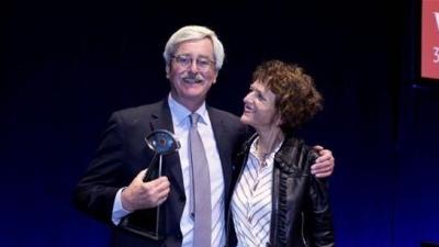 德视佳医生欧洲白内障与屈光外科医师学会2018年度会议维也纳获奖