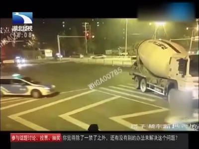 男子酒驾发现民警查酒立马倒车逃离民警发现情况不对将其抓获