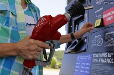 国际油价下跌 沙特12月欲日均减产50万桶
