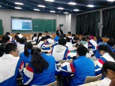 教育部等九部门发文为中小学生减负:严控书面作业