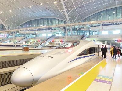 武汉节前加开102趟夜行高铁 27日晚开行9趟接回7000多名旅客
