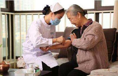 互联网+护理服务试点方案发布 网约护士类App引关注