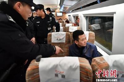 """各地铁警对霸座等行为""""零容忍"""":快速处警依法处罚"""