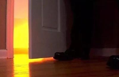 睡觉时要关卧室门吗?有定论了:它隔开的是生死!