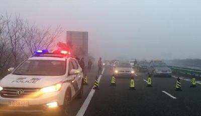 大雾橙色预警!湖北省内部分高速公路实施交通管制