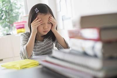 """学生睡不好""""助眠神器""""热销 养成睡眠好习惯家长要做表率"""