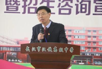 武汉高中校园开放日家长参与积极 学校建议:适合自己的就是最好的