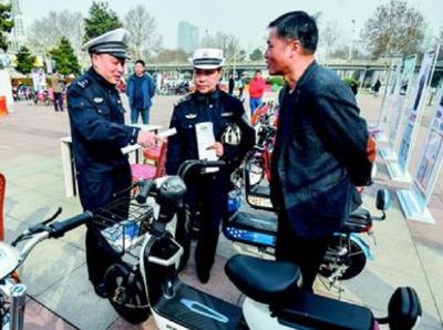 骑车过街不推行将被罚款50元 《武汉市非机动车管理办法》4月15日起实施