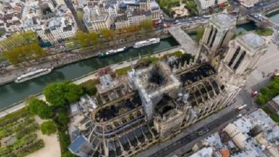 巴黎圣母院大火后再现大规模示威