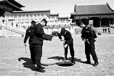 """600岁故宫如何防火?308口铁、铜、鎏金铜大缸坐镇 消防员练习""""飞檐走壁"""""""