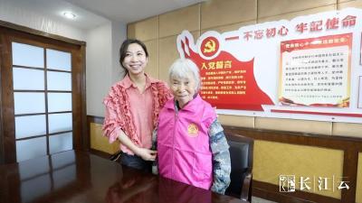 继捐款1000万后,这位感动中国的湖北老人报名武汉军运会志愿者!