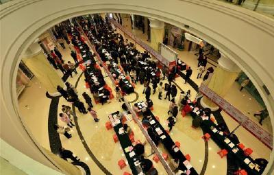 武汉春季求职期平均月薪7653元 中介服务薪酬最高