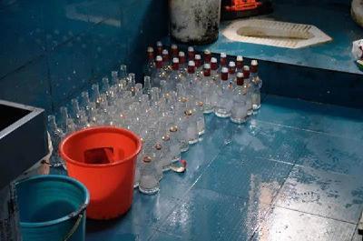 万瓶假名酒被查!你喝的茅台可能是卫生间制造
