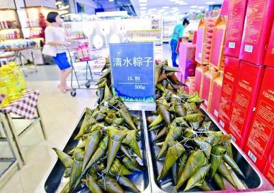 """小龙虾、清水粽、艾蒿、藕带……商超端午时令商品""""接地气"""""""
