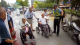 九旬老人坐輪椅穿城 只為看望孩子