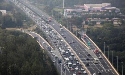 公安部预警:中秋期间出行集中 交通安全隐患增多
