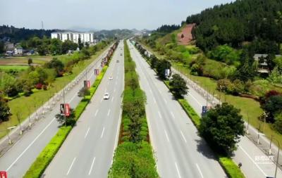 宜興路黃花集鎮段施工過往車輛注意分流繞行