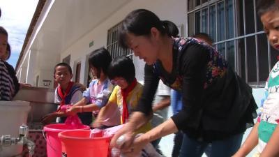 坚守大山深处33年 乡村教师成全国模范