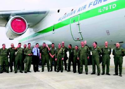 图文:首架直飞包机抵汉