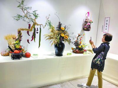 園博館展出70組插花作品