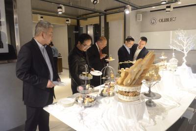 日本工商学院赴汉开展国际教学交流合作