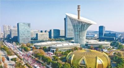"""""""一芯驱动""""主阵地 自主创新新引擎 武汉未来科技城 渐成国际一流创新创业高地"""