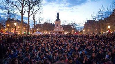 法国遭遇新一轮响应大罢工的示威游行34万人参与