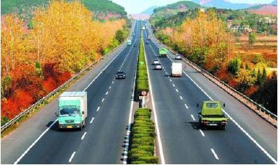 交通运输部:明年起8座、9座客车通行费降一半