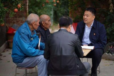 人民日报整版聚焦!基层干部减负年:会议少了发文少了 走村入户更多了