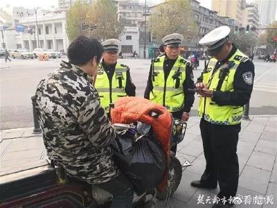 武汉出动近千警力!2352人栽了