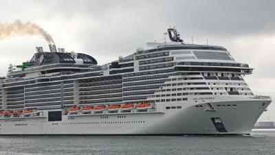 全球第7大邮轮,耗资约60亿元,首航就撞了…