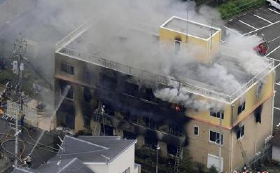 京都动画纵火案已逾半年 粉丝聚集事故现场悼念遇难者