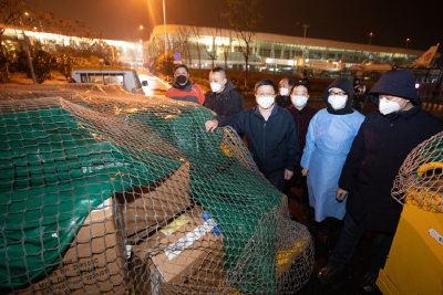 首批抵达!卓尔国外采购大批医疗防护物资捐赠武汉